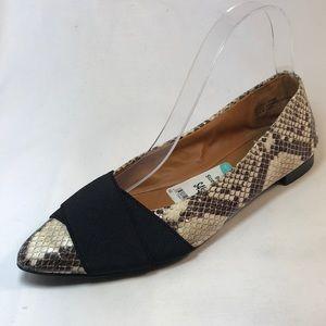 Tesori women flat shoe pointy snake print Sz. 6.5